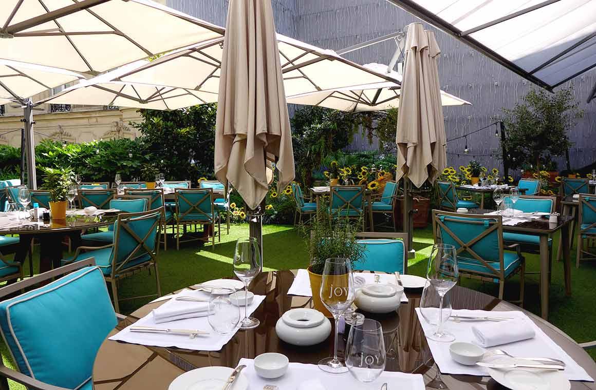 Le jardin-terrasse du Restaurant Joy à Paris 8ème