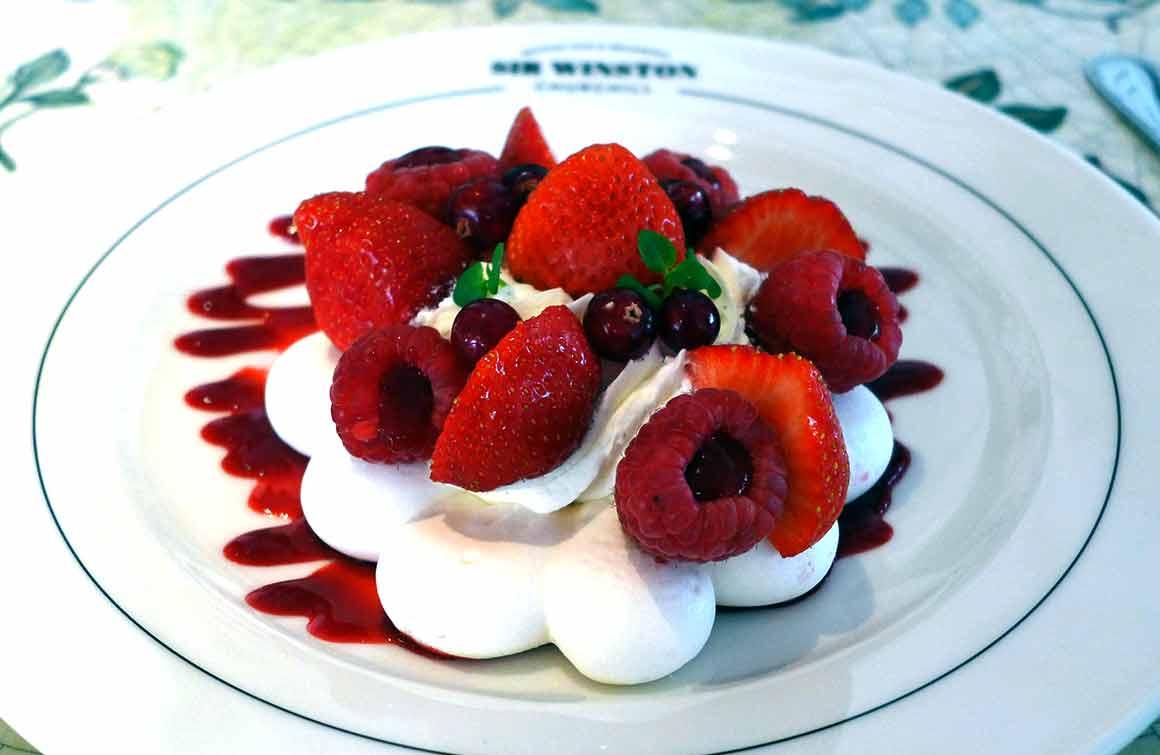 Restaurant Sir Winston Pavlova aux fruits rouges