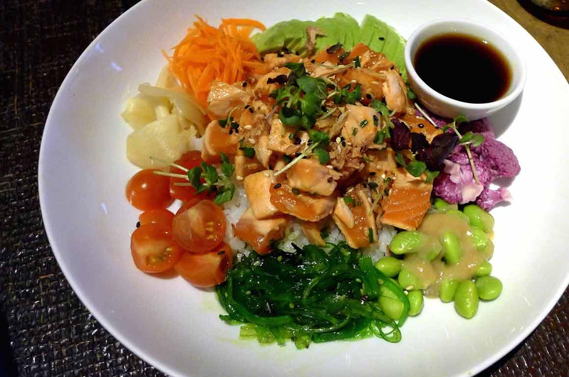 Restaurant Asia Kitchen, Poke bowl saumon et légumes