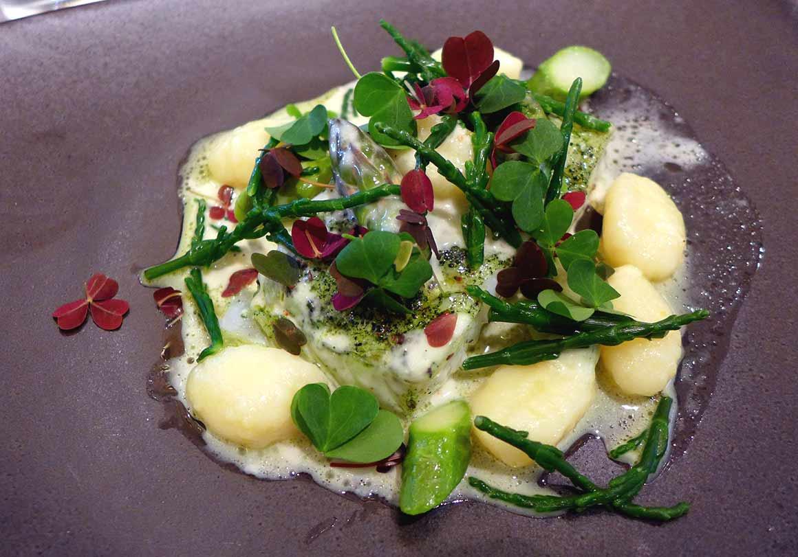 Brasserie Le Drugstore, cabillaud cuit au plancton marin et salicornes avec gnocchis