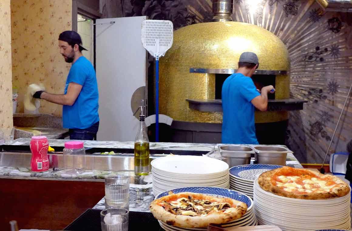Restaurant Dai Dai, four à pizza et les pizzaiolos