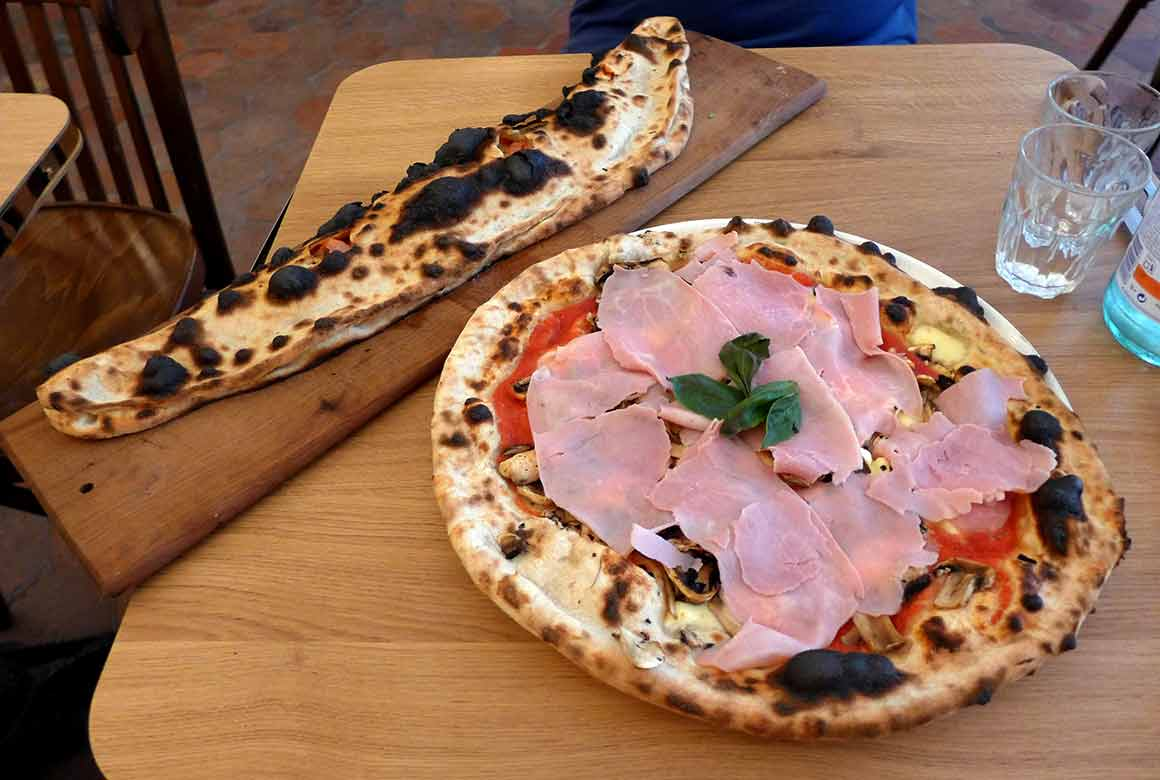 Restaurant Dai Dai, Pizza Margherita avec jambon blanc et champignons