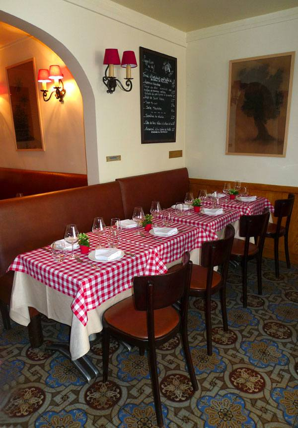 Restaurant Au Petit Tonneau, la table du commissaire Maigret
