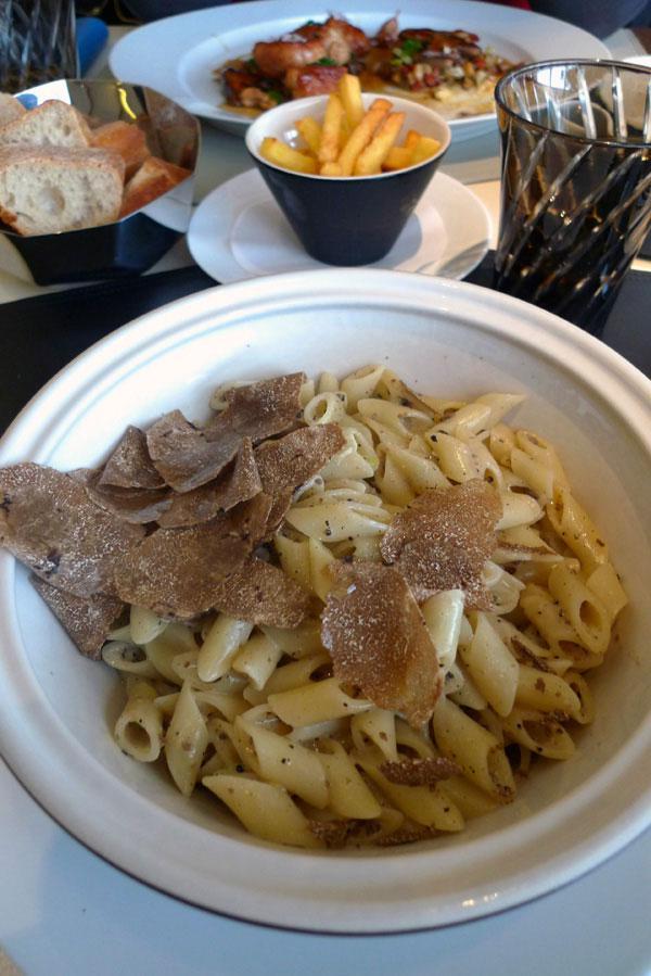 Restaurant Le 39 V, pâtes aux truffes noires