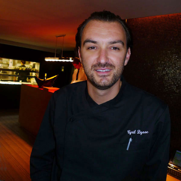 Cyril Lignac dans son restaurant