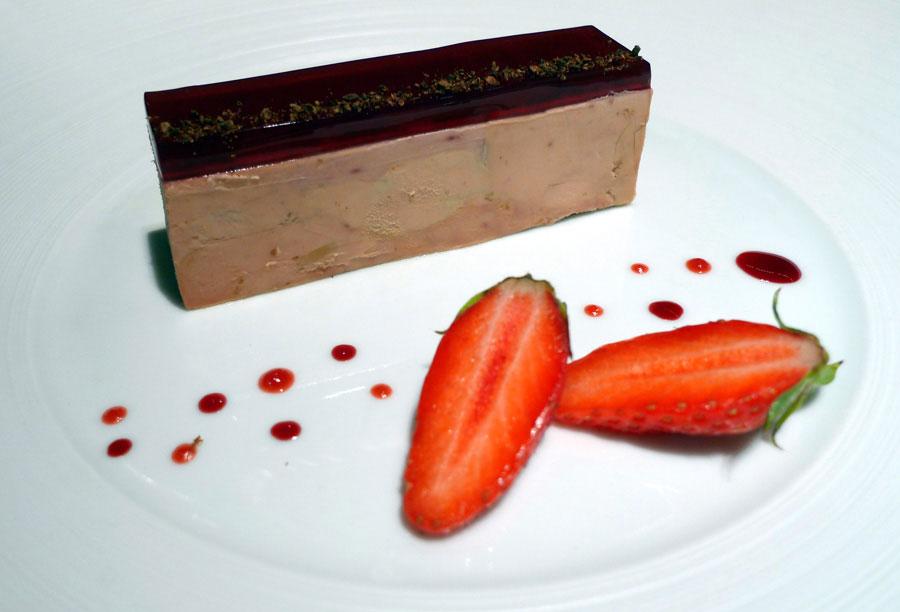 Restaurant Le Quinzième : foie gras de canard mi-cuit avec gelée de fraises