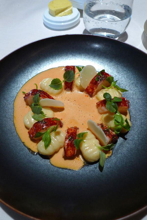 Restaurant Le Quinzième : homard breton cuit au beurre noisette