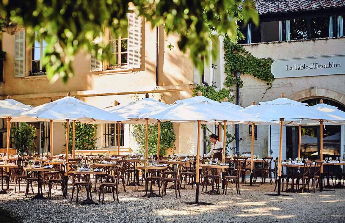 La table d'Estoublon la terrasse