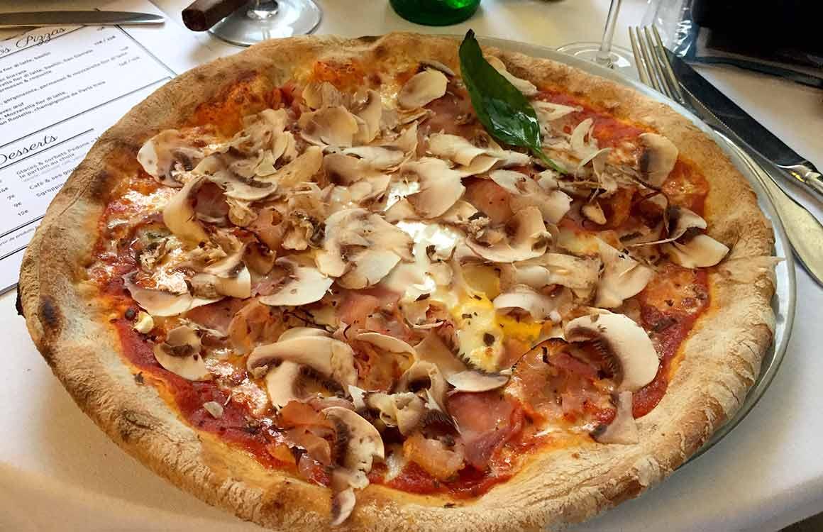 Restaurant Café de la Jatte pizza Parigi avec oeuf