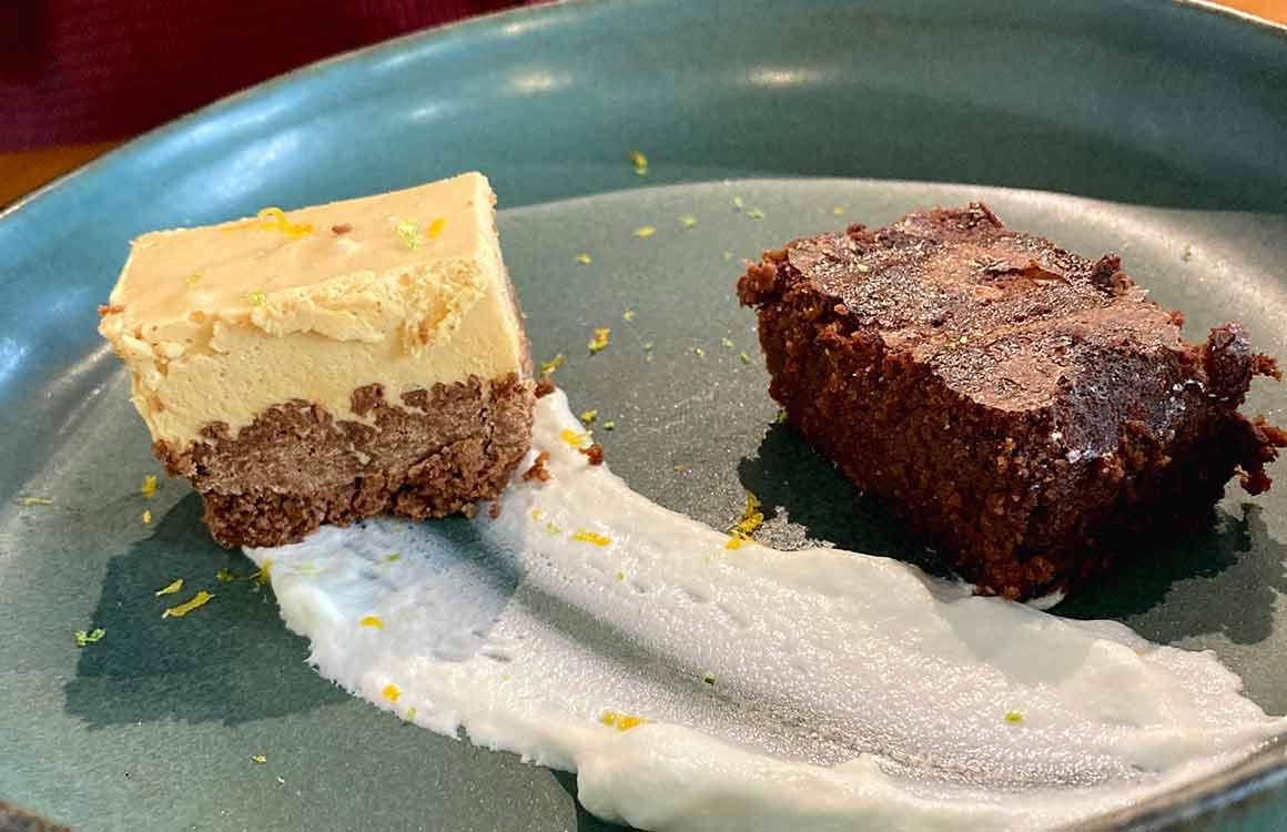 Restaurant Nous4 feuillantine caramel et gâteau chocolat