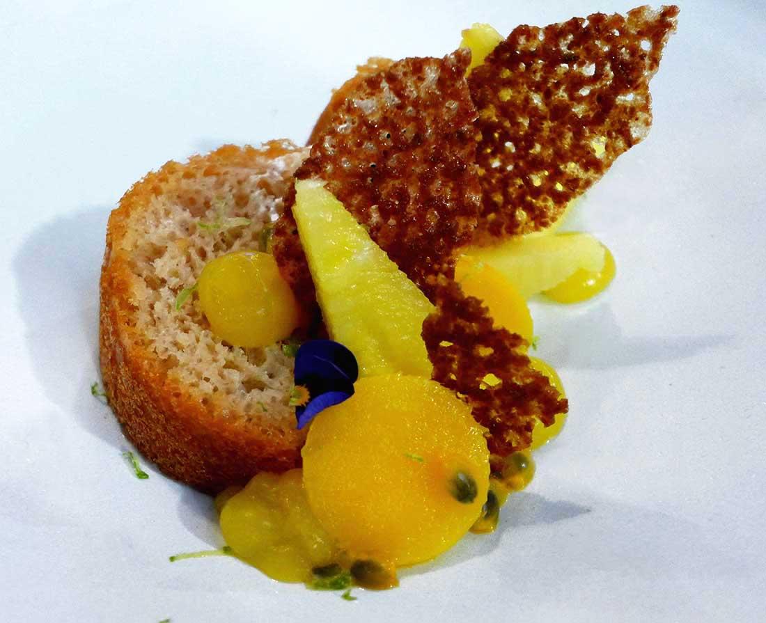 Restaurant AG LES HALLES, savarin aux fruits exotiques