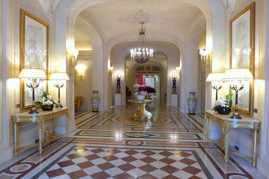 Entrée de l'Hôtel Sangri-La Paris