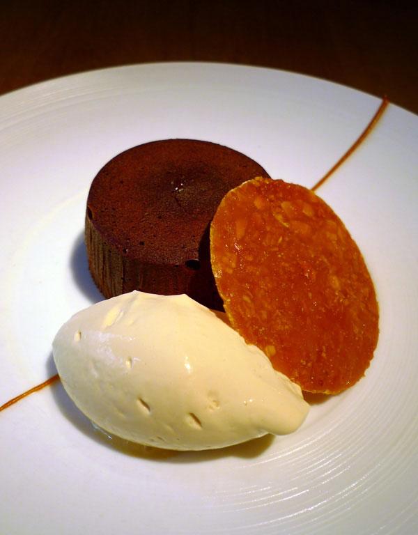 Restaurant A La Marguerite, mi-cuit au chocolat et nougatine
