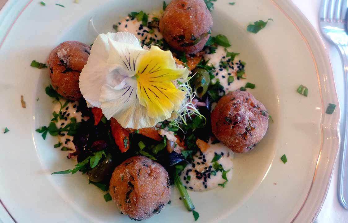 Restaurant Abattoir Végétal, Falafels sur coleslaw