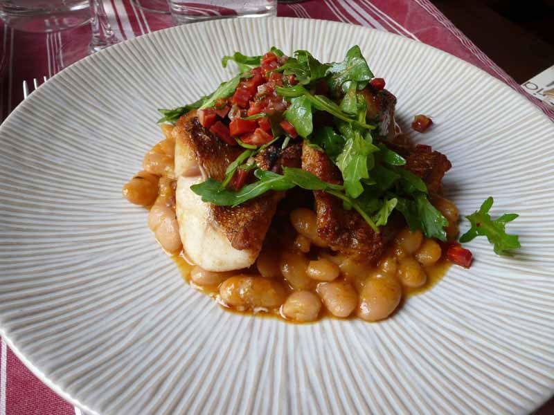 Restaurant Afaria, La rascase rôtie au chorizo avec un cassoulet de haricots Tarbais