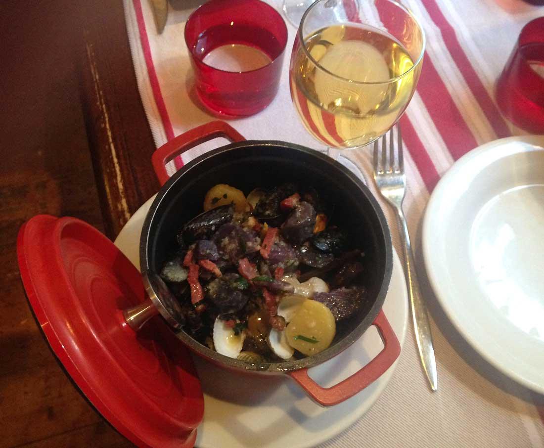 Restaurant AFARIA, Cocotte de coquillages, Vitelottes et Noirmoutier au magret fumé