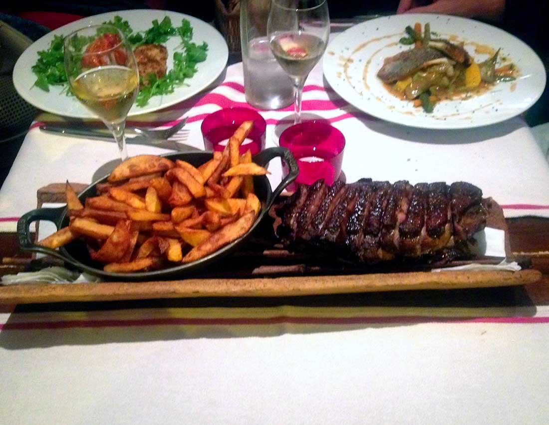 Restaurant AFARIA, Magret de canard grillé et grosses frites