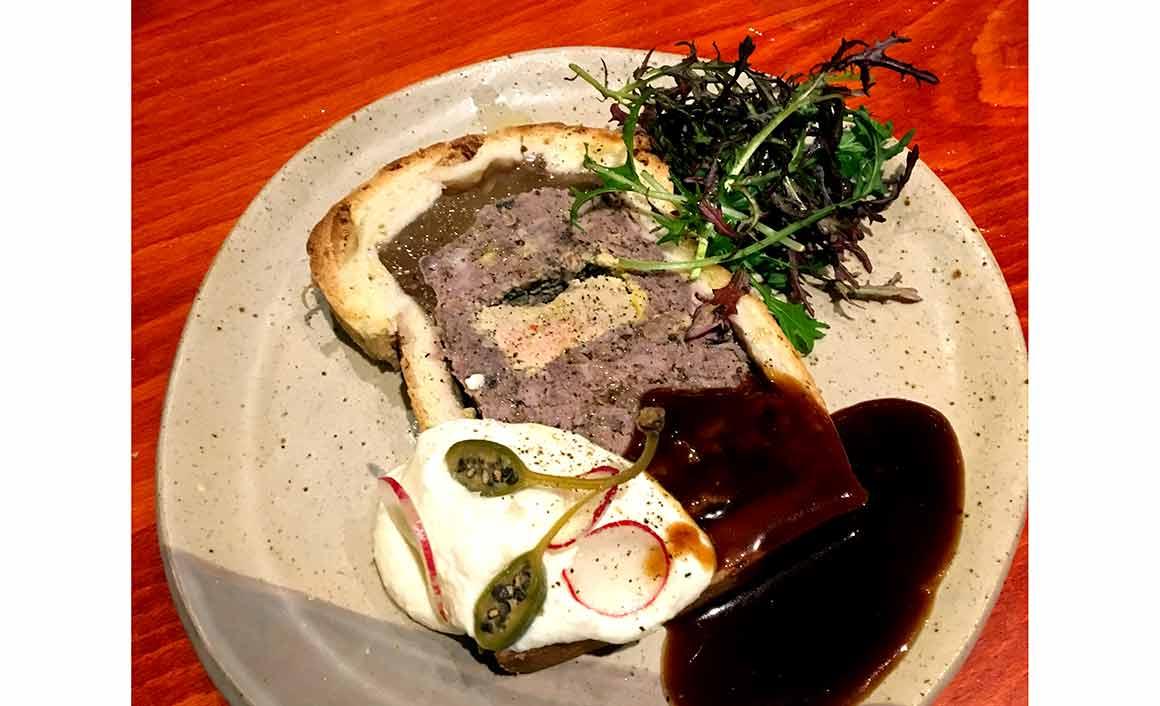 Bar Resto ANNA: Pâté en croute et sauce raifort
