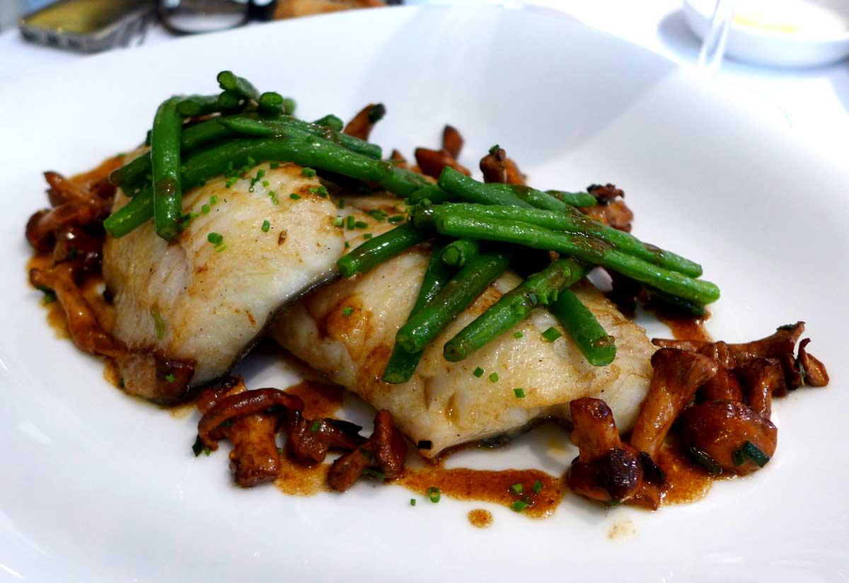 Restaurant Au 41 Penthièvre, Turbot rôti à la plancha avec haricots verts et girolles