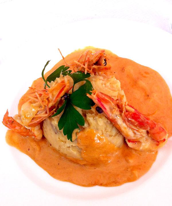 Restaurant Au Nid Créole, Crevettes au lait de coco avec purée de pomme de terre plus manioc et igname