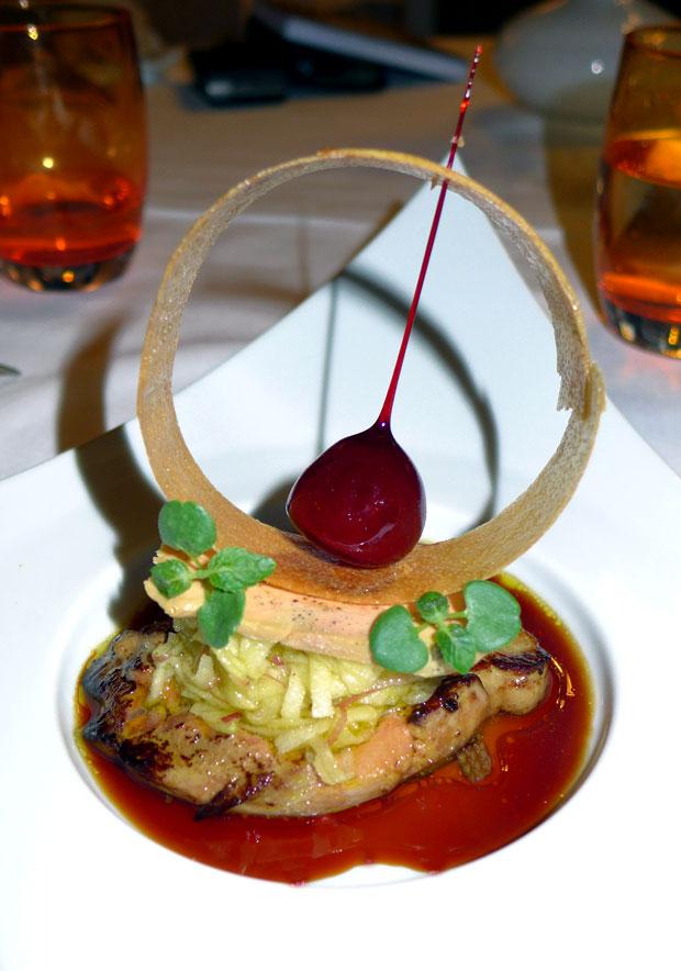 AUBERGE NICOLAS FLAMEL : Escalope de foie gras poêlé et sa pomme d'Amour