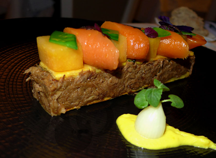 AUBERGE NICOLAS FLAMEL : Gigot d'agneau confit et mini légumes