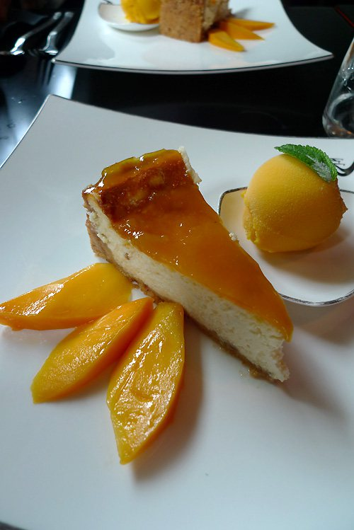 Restaurant Aux Trois Nagas, Le cheesecake citron gingembre et coulis fruit de la passion