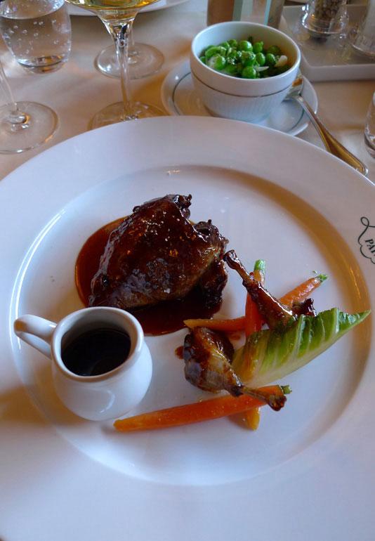 Café de La Paix, pigeon rôti à la vanille cuisses confites et petits pois