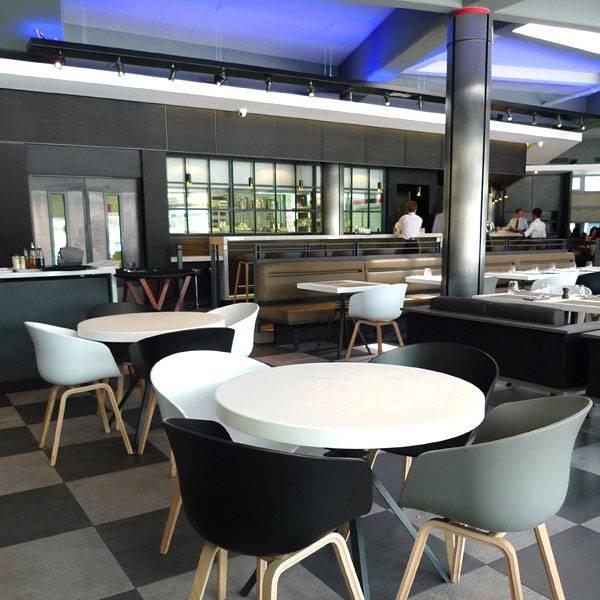 Café des Concerts, Mobilier design dans un bel espace
