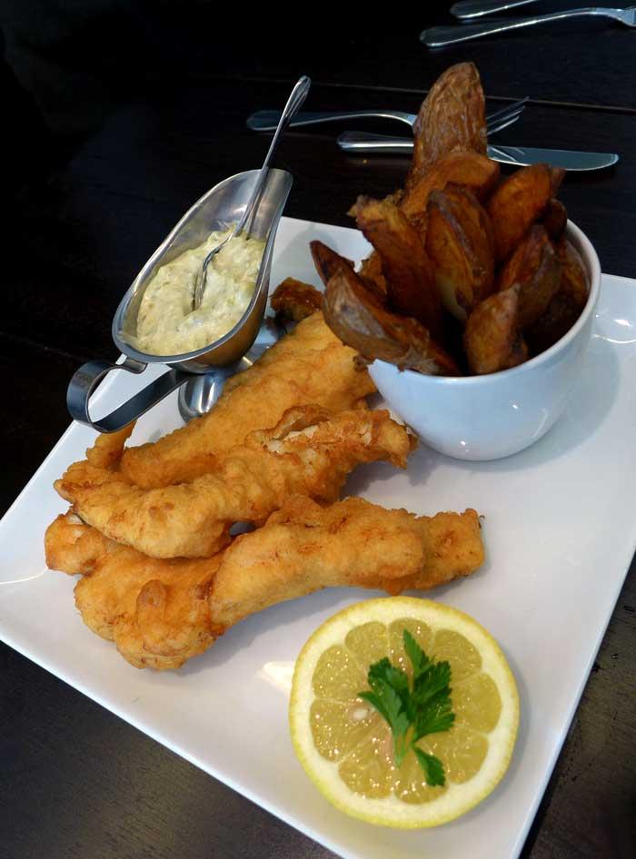 Restaurant Café des Ministères : Fish & chips de cabillaud