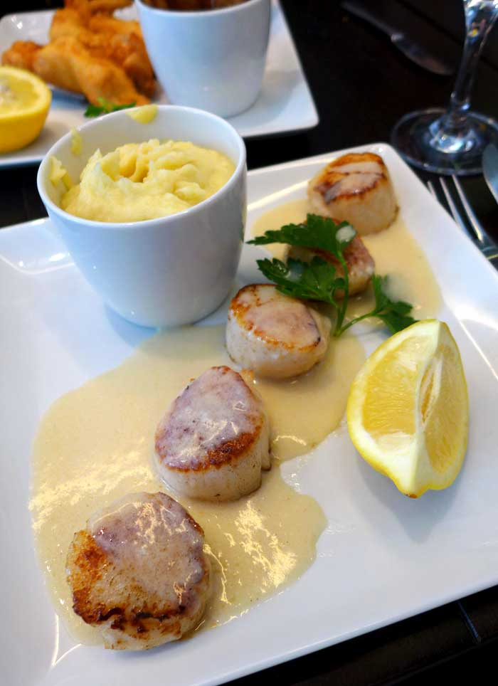 Restaurant Café des Ministères : Noix de Saint-Jacques rôties sauce au beurre blanc