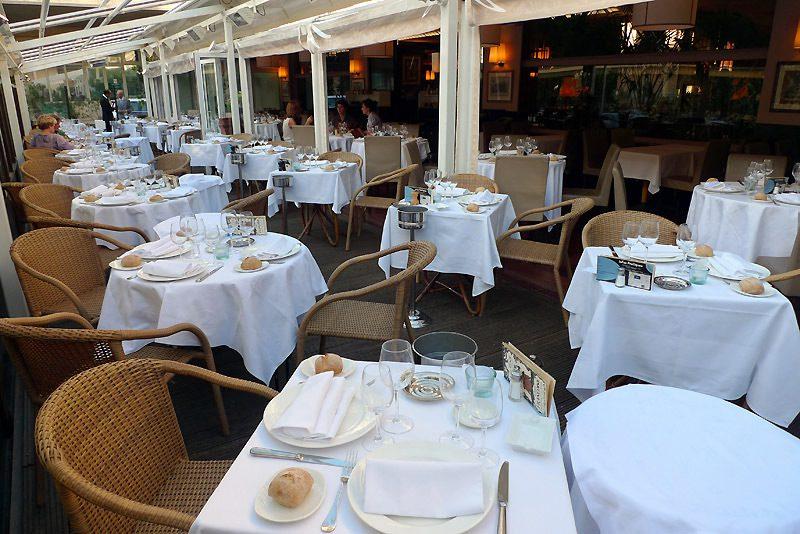 Restaurant Chez Françoise, vaste terrasse