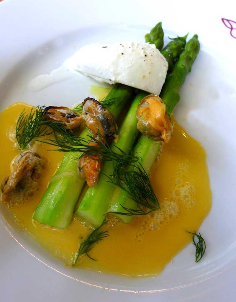 Restaurant Chez Julien : Asperges vertes mimolette moules