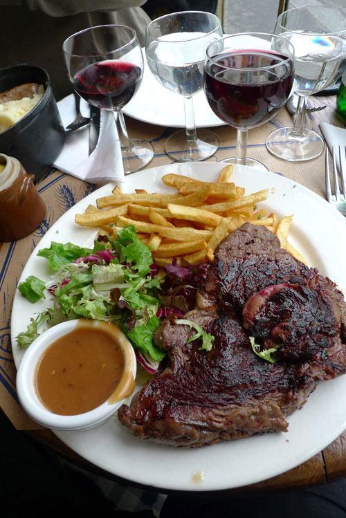 Restaurant Chez Prosper, entrecôte et ses frites maison avec une sauce au poivre