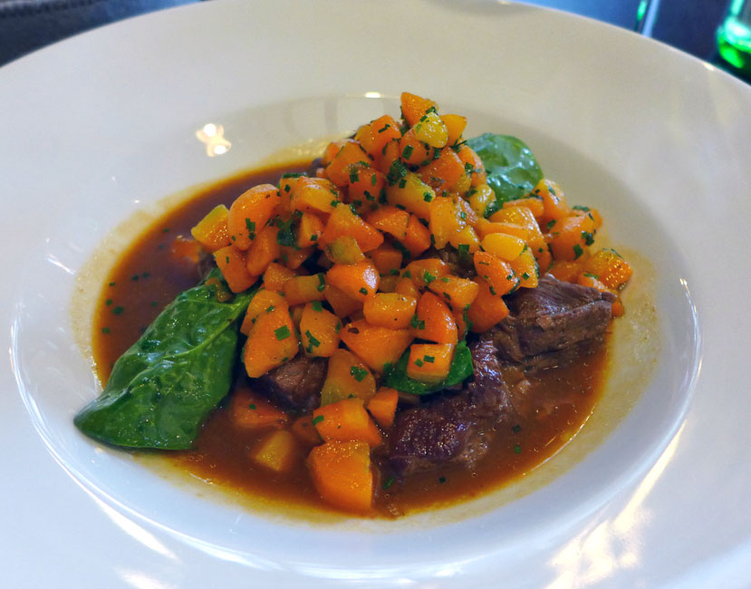 Restaurant CIRCONSTANCES, daube de bœuf mijotée et carottes fondantes à l'échalote