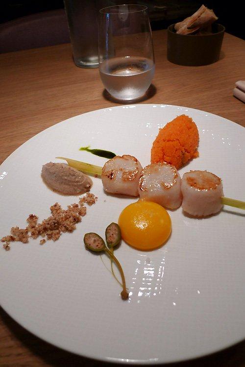 Restaurant CLAUDE COLLIOT : Saint Jacques coque et jaune d'œuf avec carottes