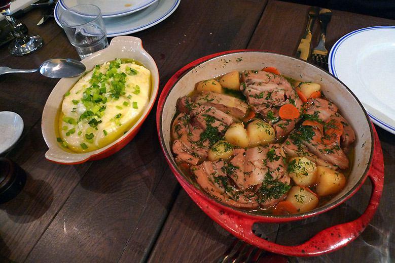 Restaurant Comme Chez Maman, La poitrine de veau braisée et un supplément de purée
