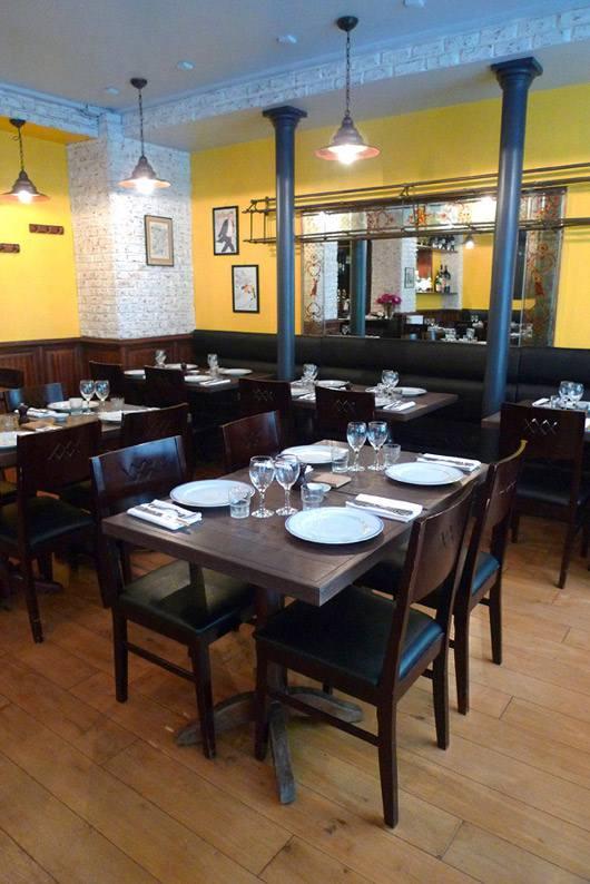 Restaurant Comme Chez Maman, Décoration élégante et bonne lumière