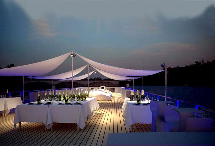 Pavillon Seine, un diner sur le pont supérieur