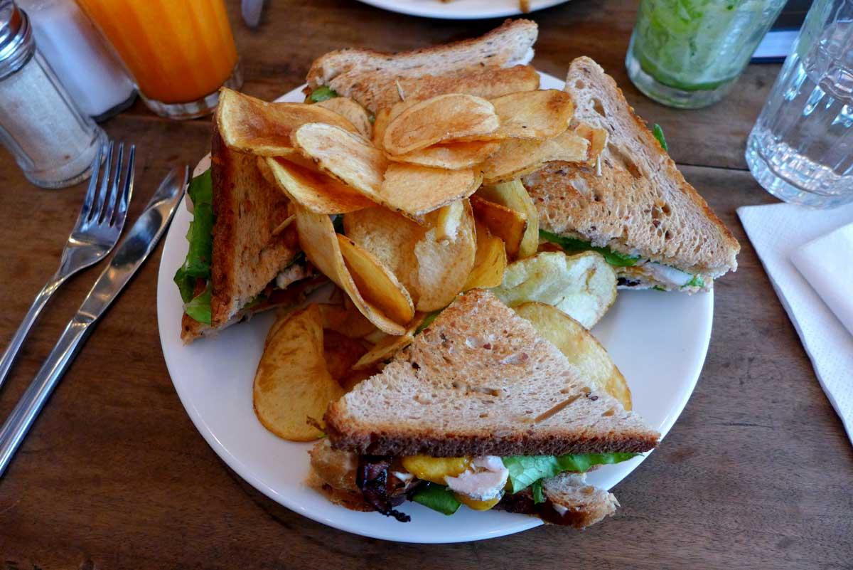 Restaurant COFFEE CLUB: Club Sandwich