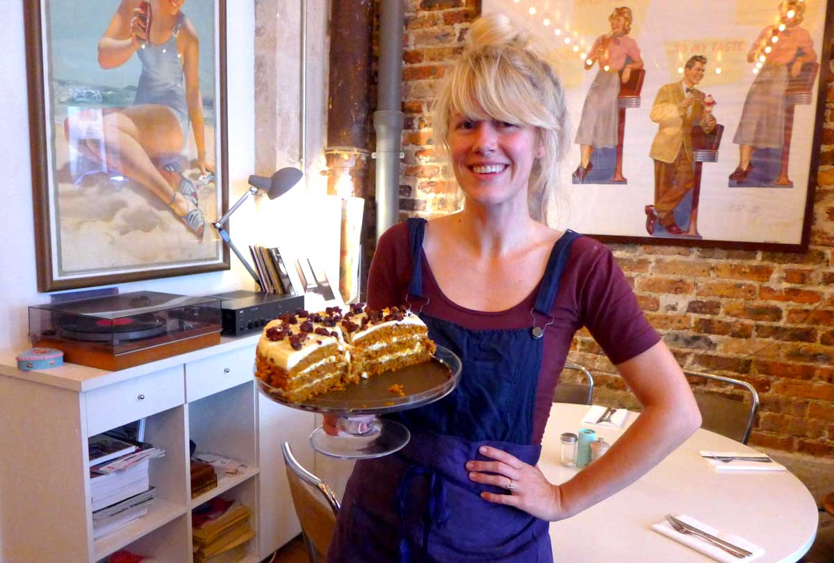 Restaurant COFFEE CLUB: Carrie Solomon et le Carrot Cake