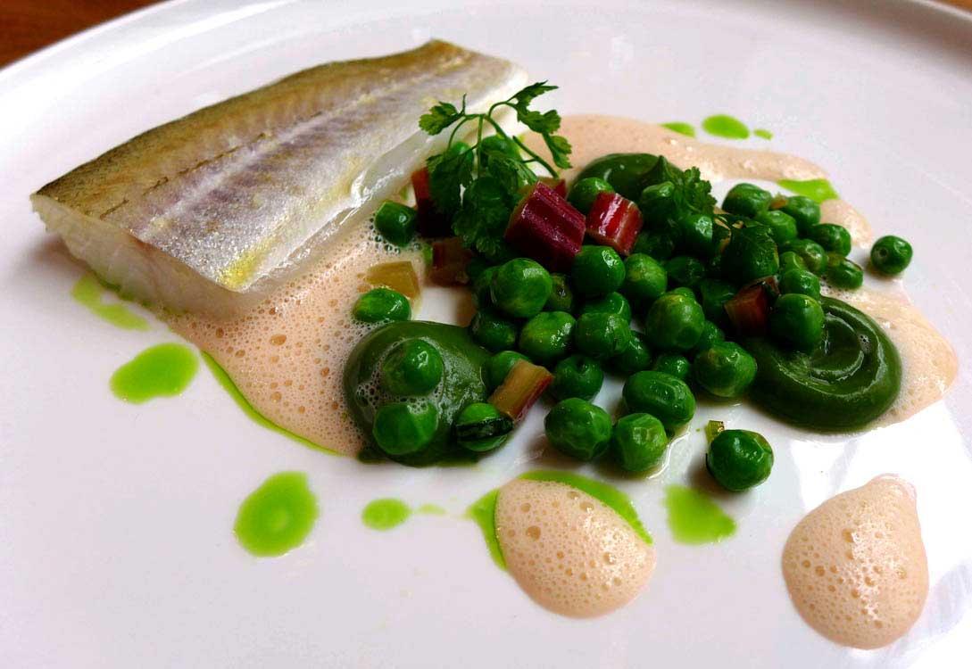 Restaurant David Toutain, courgettes Pêche Miso Restaurant David Toutain : Merlan de ligne