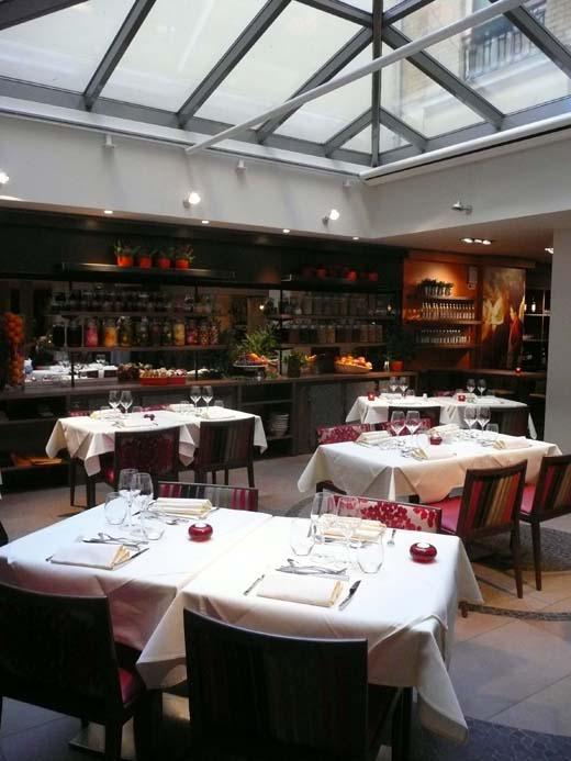 Restaurant Deda, décoration élégante sous la verrière
