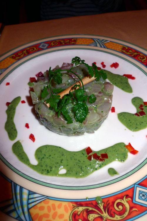 Restaurant Bellini, Tartare de bar, vinaigrette de basilic et poivrons croquants