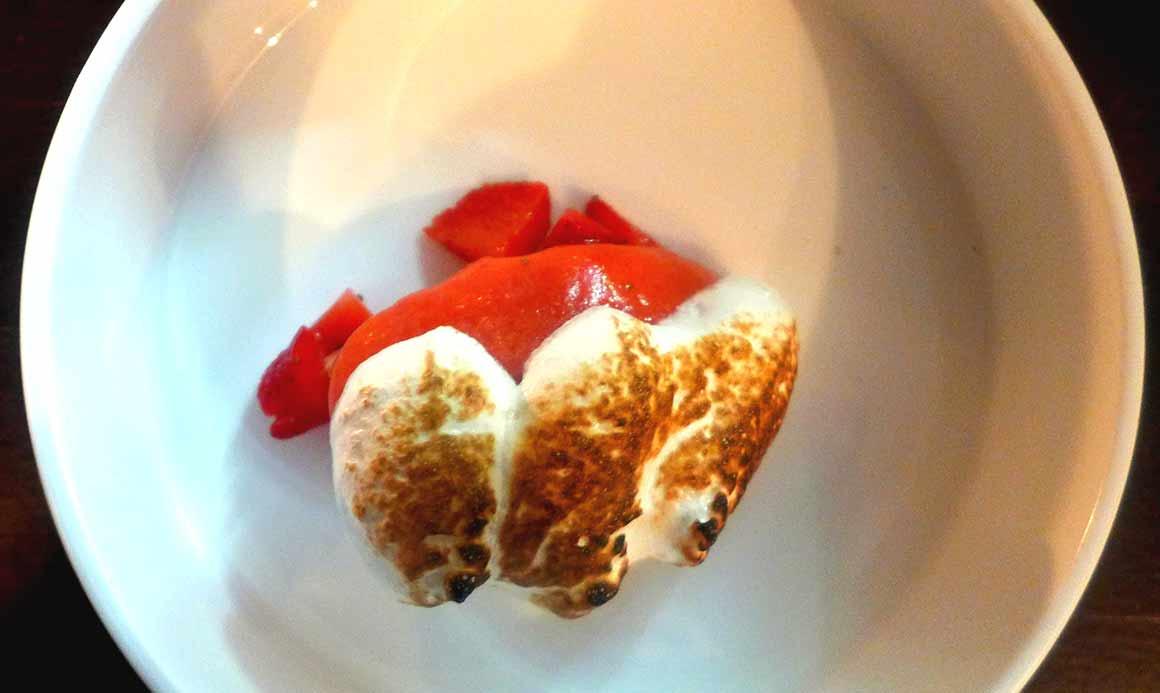 Restaurant DETOUR : Fraises, sorbet fraise, meringue à l'italienne