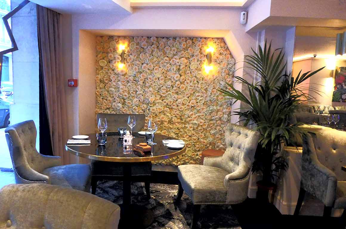 Restaurant Monak, La salle