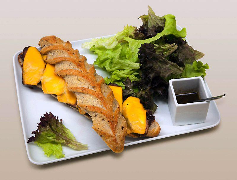 Pâtisserie Dominique Saibron, Le sandwich au magret de canard au cumin avec une compotée d'oignons