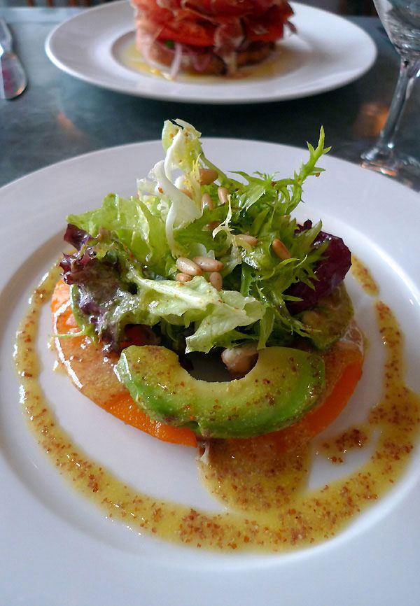 Restaurant Fish La Boissonnerie, salade de poulet fumé avec avocat et mangue