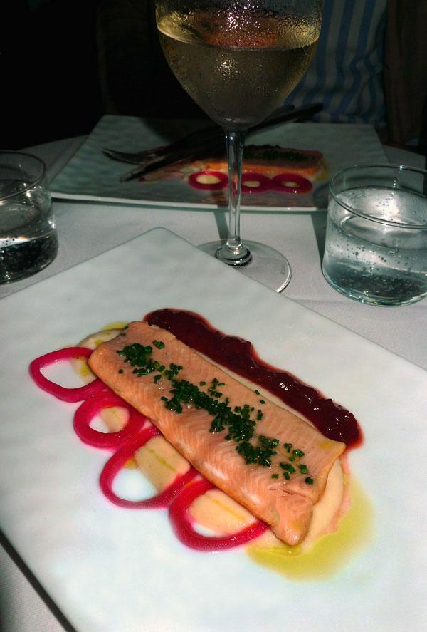 Restaurant FRENCHIE : Truite fumée avec chou rave et oignons pickles
