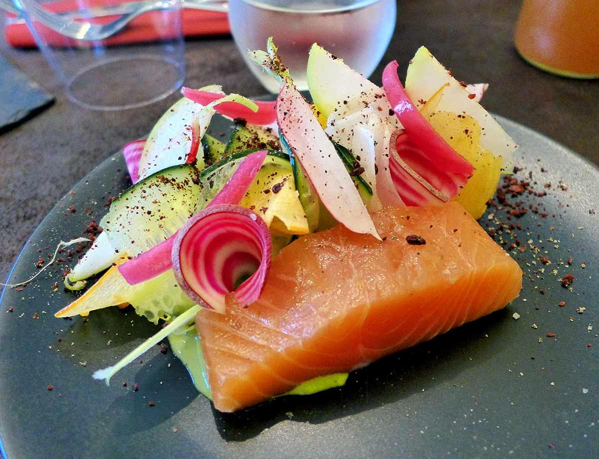 Restaurant GALIA : Saumon en gravlax jus de mizuna